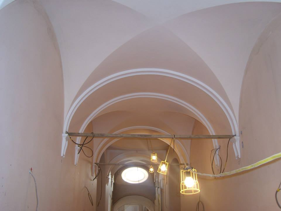 mouldings and architectural plasterwork